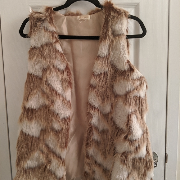 Decree Jackets & Blazers - Tan fur vest